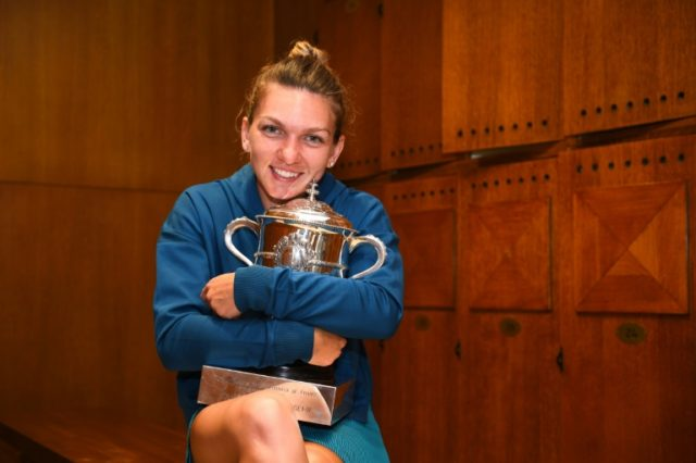 World number one Simona Halep has suffered a pre-Wimbledon setback