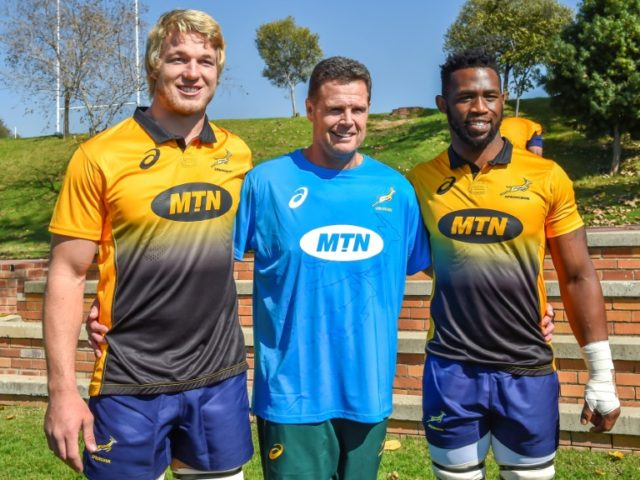 (From L) The Springboks' lock Pieter-Steph du Toit, head coach Rassie Erasmus and flanker Siya Kolisi pose for a photo ahead of a training session in Johannesburg, on May 28, 2018