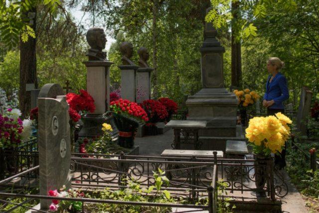 The tombstones of leaders of the Uralmash gang in Yekaterinburg