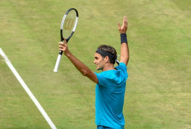 Federer holds off Ebden to reach Halle semi-finals