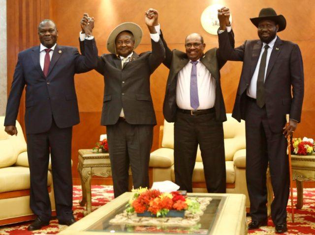 From left to right, South Sudan opposition leader Riek Machar, Ugandan President Yoweri Museveni, Sudanese President Omar al-Bashir and South Sudanese President Salva Kiir at peace talks in khartoum