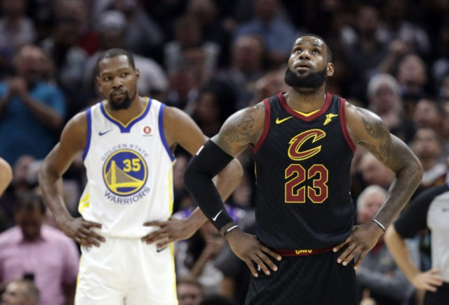 The Latest: Warriors tie Cavs with fast 2nd-half start