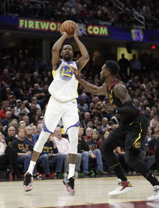The Latest: Durant leads Warriors to 110-102 win vs Cas