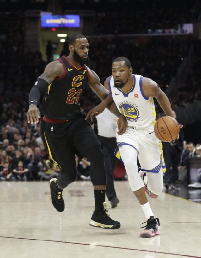 The Latest: Curry, Warriors lead Cavs at end of 1st quarter
