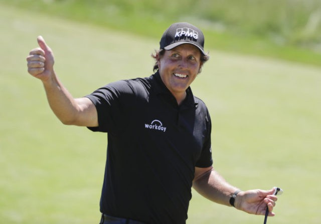 Mickelson apologizes 4 days after hitting moving ball