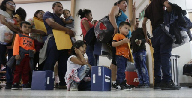 US lawyers: Ruling allows detention of immigrant families