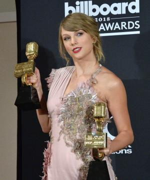 Taylor Swift has an affair in Sugarland music video tease