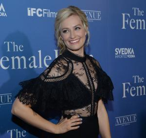 '2 Broke Girls' star Beth Behrs cast in 'The Neighborhood'