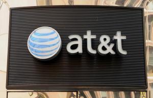 AT&T, Verizon to halt third-party data sales after investigation