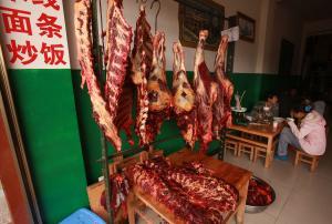 China lifts ban on imports of British beef