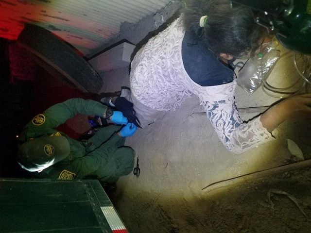 Border Patrol agents treat a Mexican girl for a broken leg after she illegally entered the U.S. in southern California. (Photo: U.S. Border Patrol/El Centro Sector)
