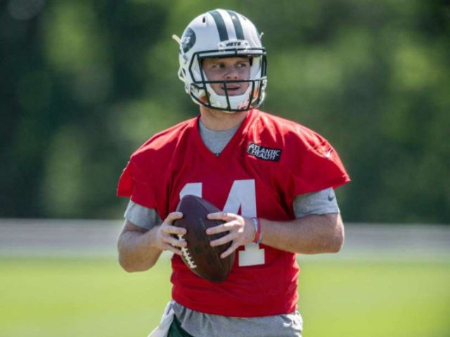 Jets sign first-round pick QB Darnold