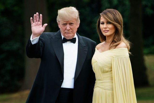 US President Donald Trump (L) waves as he poses with US First Lady Melania Trump (R) leaving the US ambassador's residence, Winfield House, in London on July 12, 2018, heading to Blenheim Palace for a dinner on the first day of a UK visit. - The four-day trip, which will …