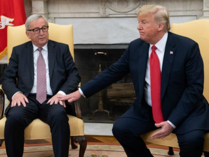 US President Donald Trump meets with European Commission President Jean-Claude Juncker in the Oval Office of the White House in Washington, DC, on July 25, 2018. (Photo by SAUL LOEB / AFP) (Photo credit should read SAUL LOEB/AFP/Getty Images)
