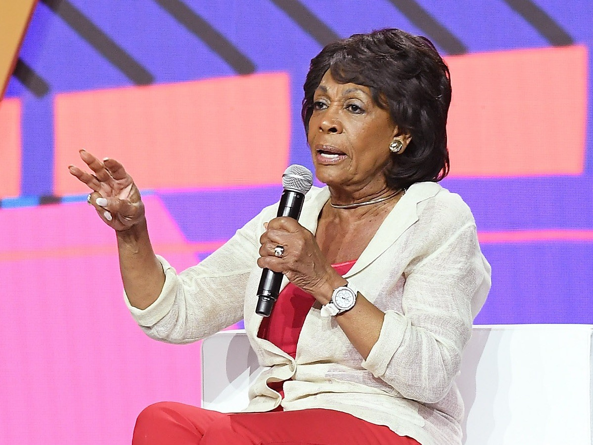 Maxine Waters Claims Trump Can't Spell His Wife Melania's Name thumbnail