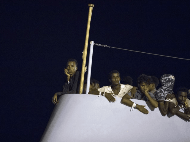 450 migrants stranded at sea as Italy, Malta dig heels in