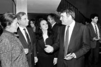 Lanzmann speaks with Auschwitz survivor and French politician Simone Veil at a screening of his film in Paris the year it came out