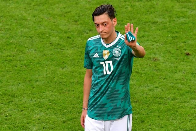 Ozil defends controversial picture with Erdogan