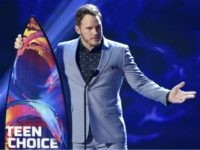 "Chris Pratt accepts the award for choice summer movie actor for ""Jurassic World: Fallen Kingdom"" at the Teen Choice Awards at The Forum on Sunday, Aug. 12, 2018, in Inglewood, Calif. (Photo by Chris Pizzello/Invision/AP)"