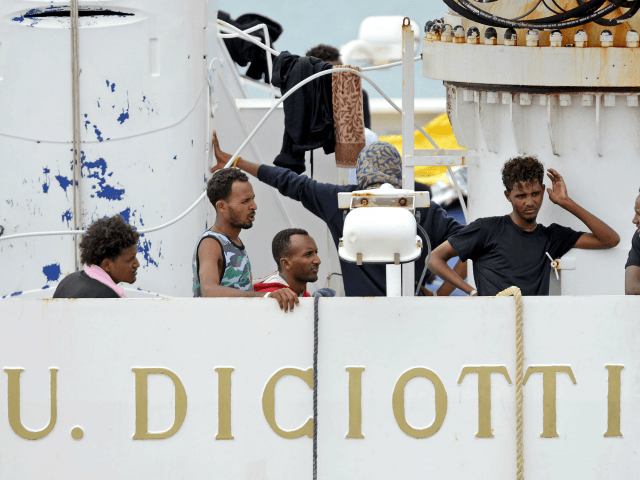Italy migrant ship: Interior Minister Matteo Salvini to be investigated