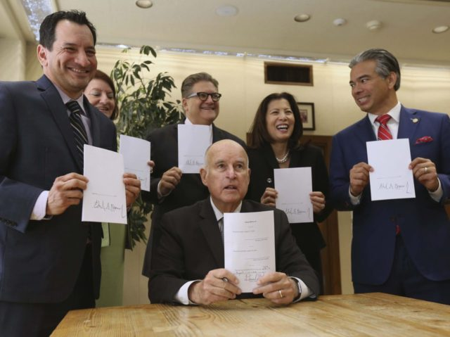Jerry Brown bail (Rich Pedroncelli / Associated Press)