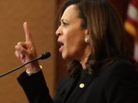 Kamala Harris wags finger (Chip Somodevilla / Getty)