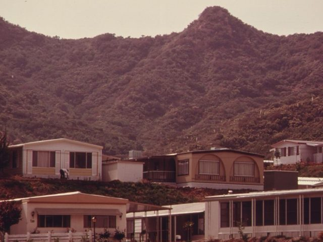 Malibu trailer park (Charles O'Rear / Wikimedia Commons)