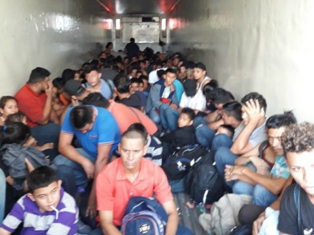 Migrants in Trailer Main