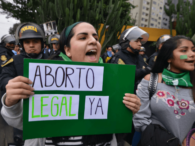 Activists in favour of the approval of a bill to legalize abortion in Argentina, demonstrate outside the Argentine Embassy in Lima on August 8, 2018. - Argentine lawmakers geared up Wednesday for a key vote on legalizing abortion amid fiercely polarized campaigns for and against the bill in the traditionally …