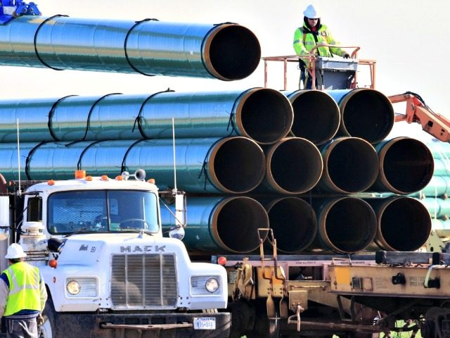Workers unload pipes in May 2015 for the proposed Dakota Access oil pipeline that would stretch from the Bakken oilfields in North Dakota to Illinois.