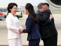 South Korean President Arrives in Pyongyang to Hugs, Cheers, 'Trust and Friendship'