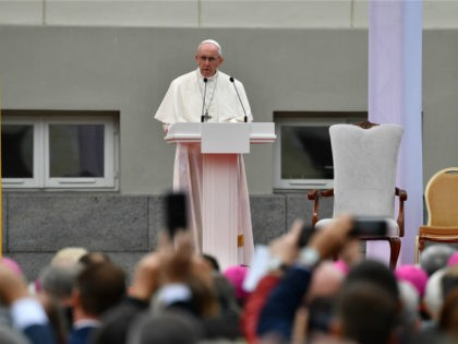 Pope Francis Stresses Anti-Populist Message in Trip to Lithuania