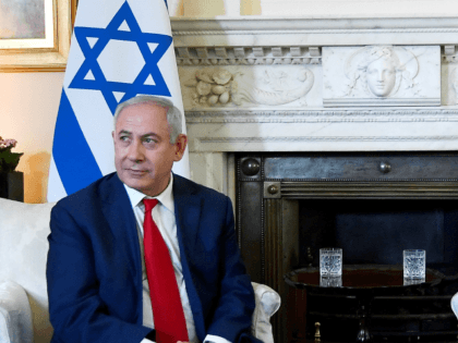 Britain's Prime Minister Theresa May welcomes Israel's Prime Minister Benjamin Netanyahu to Downing Street on June 6, 2018 in London, England. (Photo by Toby Melville - WPA Pool/Getty Images)