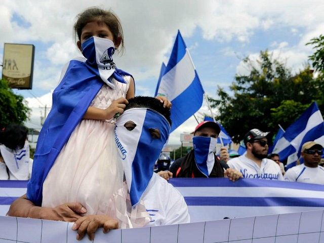 TOPSHOT - A little girl is pictured during a march against Nicaraguan President Daniel Ortega's government in Managua, on September 2, 2018. - At least two people were injured on Sunday, when alleged paramilitaries fired against an opposition march, which ended up in violence in eastern Managua. (Photo by INTI …