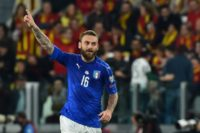 Italy's midfielder Daniele De Rossi celebrates after scoring a penalty during the WC 2018 football qualification match between Italy and Spain on October 6, 2016 at the Juventus stadium in Turin