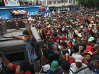 Migrant Caravan Swells to 5,000, Resumes Advance Toward U.S.