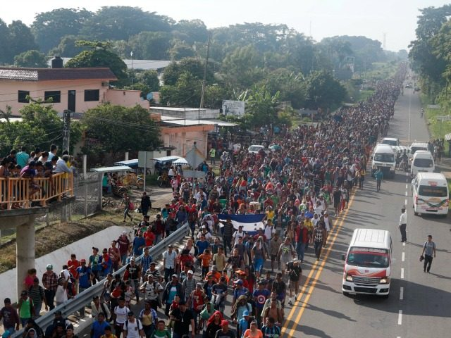 Police pull migrants off buses amid caravan headed for US