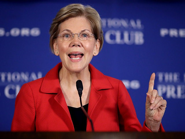 WASHINGTON, DC - AUGUST 21: Sen. Elizabeth Warren (D-MA) speaks at the National Press Club August 21, 2018 in Washington, DC. Warren spoke on ending corruption in the nation's capital during her remarks. (Photo by Win McNamee/Getty Images)