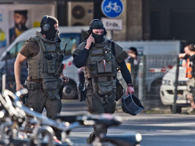 Cologne train station hostage situation in Germany today