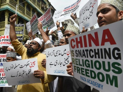 Indian Muslims hold placards during a protest against the Chinese government over the detention of Muslim minorities in Xinjiang, in Mumbai on September 14, 2018. - China has long imposed draconian restrictions on the lives of Muslim minorities in its Xinjiang region in the name of combating terrorism and separatism, …