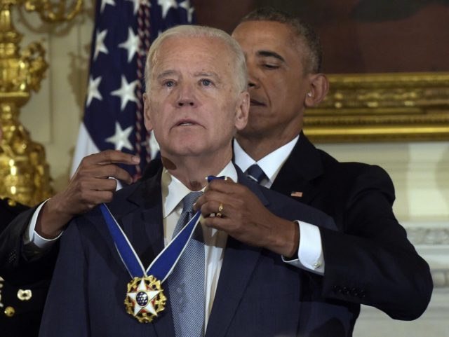 Joe Biden medal Barack Obama (Susan Walsh / Associated Press)