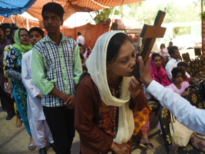 Family of Pakistani Christian Mother Sentenced to Death for Blasphemy Prays for Deliverance