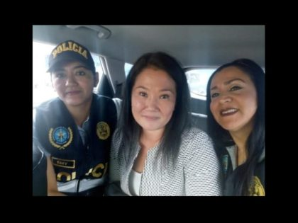 In bizarre Peru news, it appears two of the cops in charge of arresting Alberto Fujimori's daughter, decided to ask for a selfie. (At least the clothes Keiko is wearing match what she was wearing yesterday)