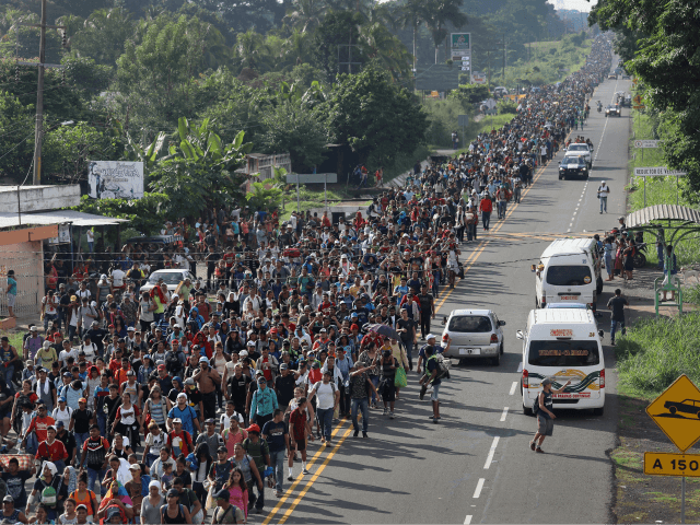 Migrant caravan continues journey to US-Mexico border