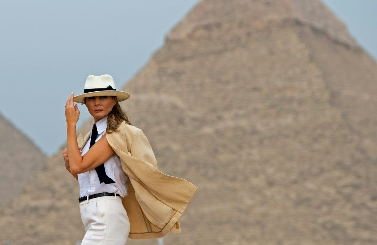 US First Lady Melania Trump visits the Giza Pyramids on October 6, 2018, during the final stop of her trip to Africa