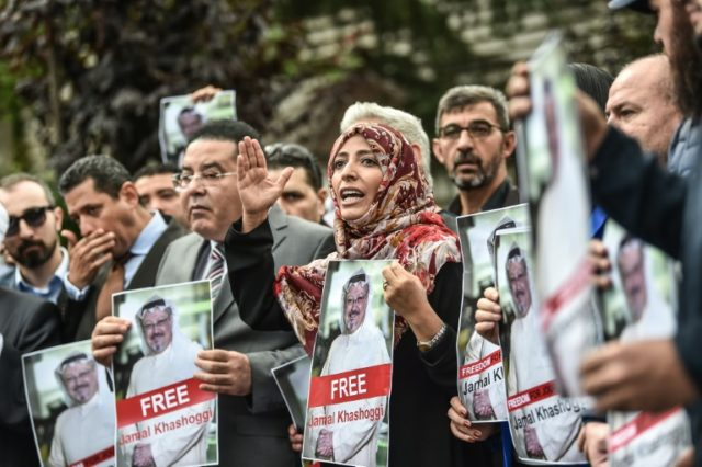 Nobel Peace Prize laureate Yemeni Tawakkol Karman (R), flanked by Egytian opposition politican Ayman Nour (L), holds pictures of missing journalist Jamal Khashoggi during a demonstration in front of the Saudi Arabian consulate on October 8, 2018 in Istanbul