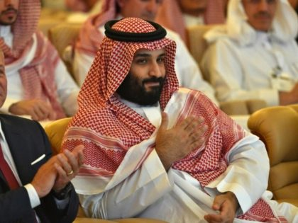Saudi Crown Prince Mohammed bin Salman (right) and Jordan's King Abdullah II (L) attend the Future Investment Initiative FII conference in the Saudi capital Riyadh on October 23, 2018