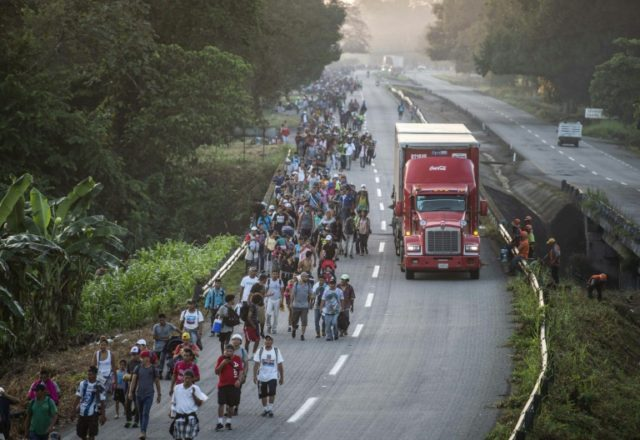 Migrant caravan resumes trek to US-Mexico border