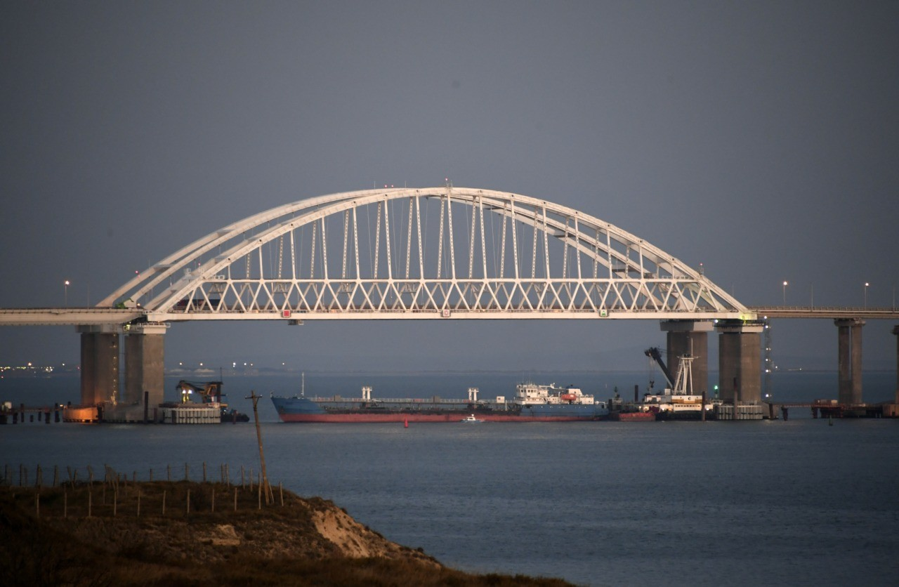 Russia blocks Kerch Strait amid confrontation with Ukraine