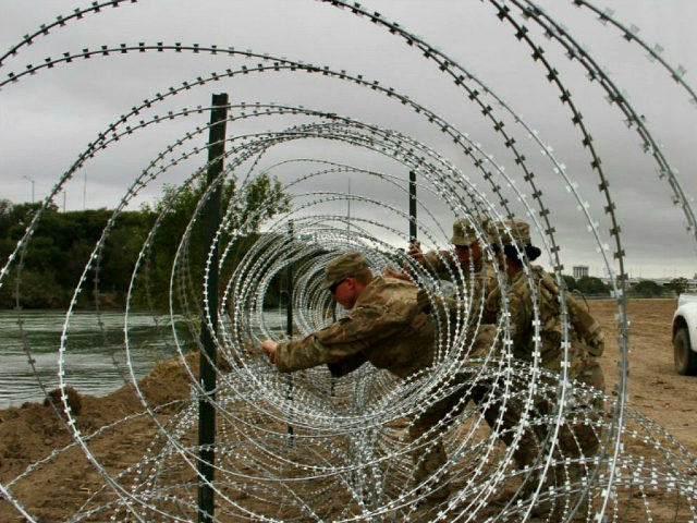 Soldiers from the Kentucky-based 19th Engineer Battalion are installing barbed wire fences on the banks of the Rio Grande in Laredo on November 18, 2018. - Soldiers from the Kentucky-based 19th Engineer Battalion are working in Laredo to install fencing as part of a military deployment ordered by President Donald …